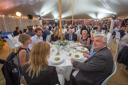 Des membres d'Energy Observer et du Groupe DELANCHY dînent à Boulogne-sur-Mer en 2017