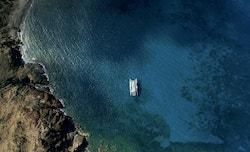Vue drone d'Energy Observer sur l'océan