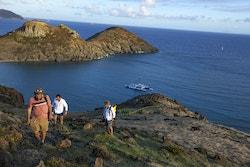 Les membres de l'équipage visitent l'Ile Fourchue