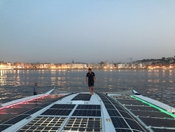 Energy Observer arrives with San Sebastian lit up in front