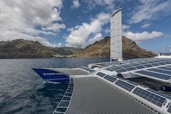 Photo d'Energy Observer sur la mer