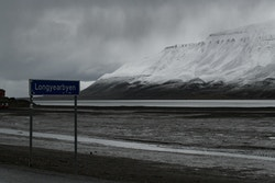 Picture presenting Longyearbyen under the snow: never seen in 30 years!